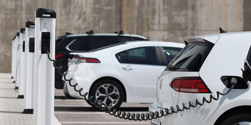 Difference Between a Hybrid Car and an Electric Car